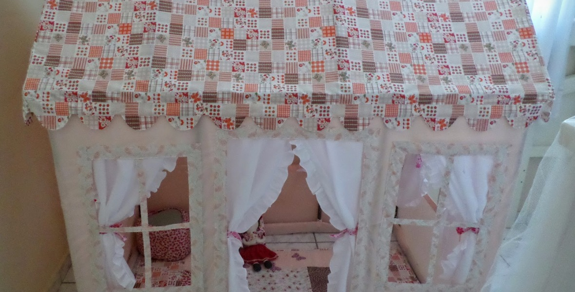 Casinha de boneca de tecido e PVC